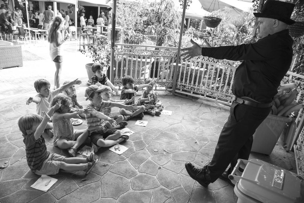 Magician and Childrens Entertainer Pete Booth00014