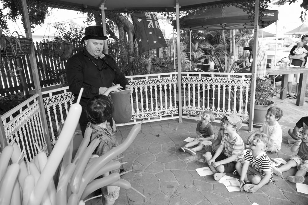 Magician and Childrens Entertainer Pete Booth00027