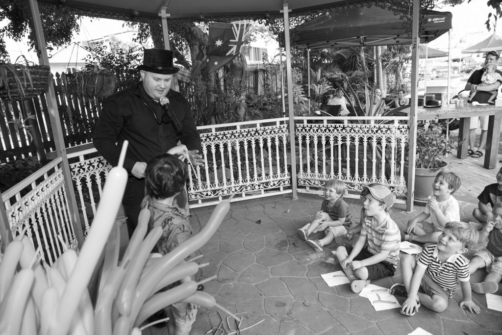 Magician and Childrens Entertainer Pete Booth00028